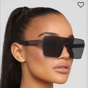 Black Fashion Nova Sunglasses!